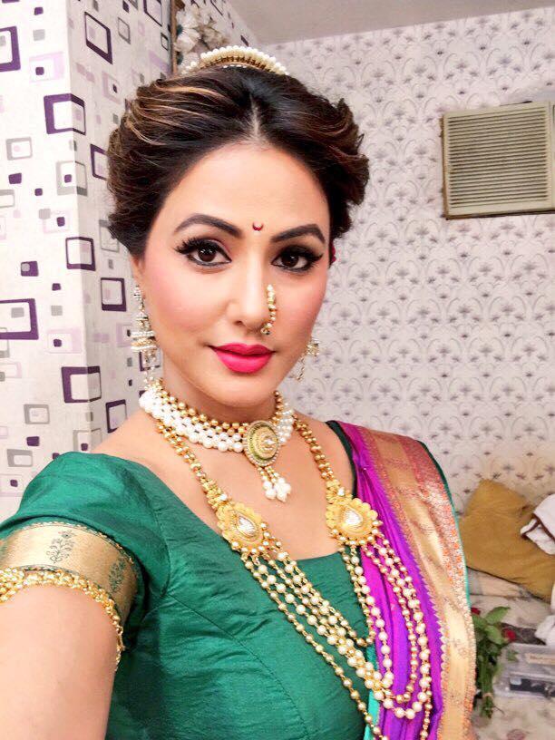 Hina Khan Stuns In Maharashtrian Outfit